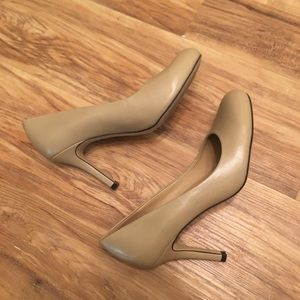 Trotters Nude Heeled Pumps Size 6